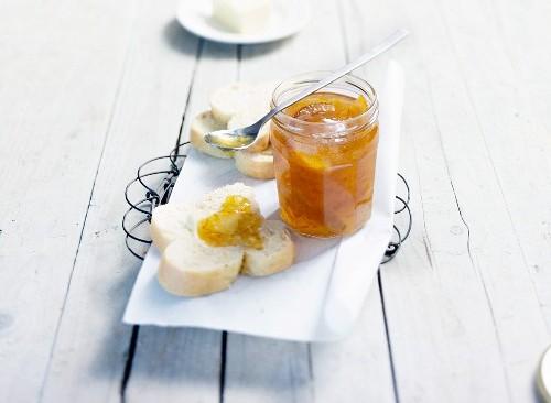 La marmellata di arance amare di Speer e Henry e l'affascinante angolo di Inghilterra del quinto piano…