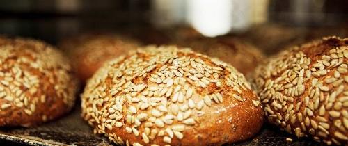 Una giornata carina da celebrare con il pane al farro