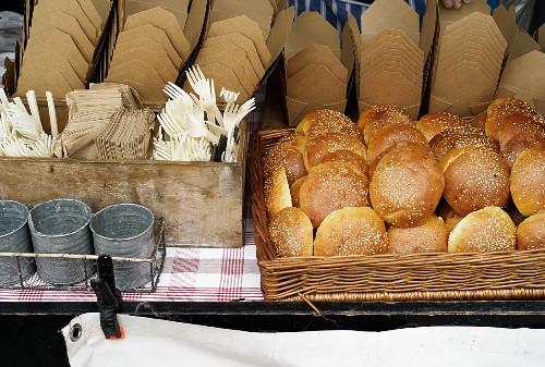 Il cibo di strada nel volume dell'Accademia Italiana della Cucina