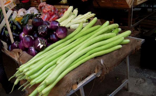 Al mercato in bicicletta… la minestra di cucuzza lunga siciliana
